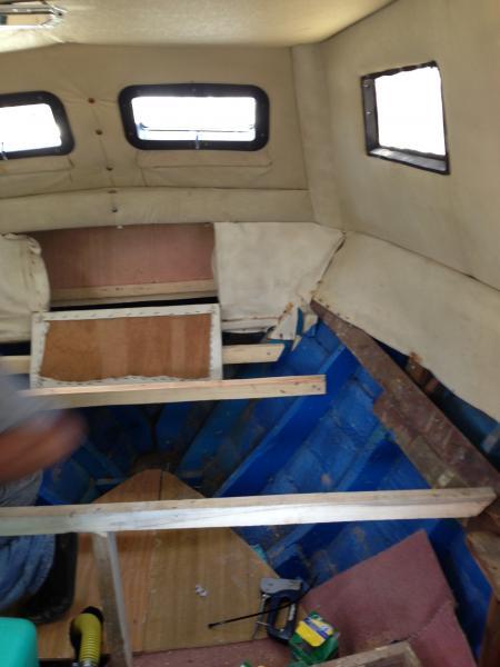 temiz ve pis  su tanklarımızı ayrıca wc mizi montaj ettik ufakta olsa kamaramızı onardık