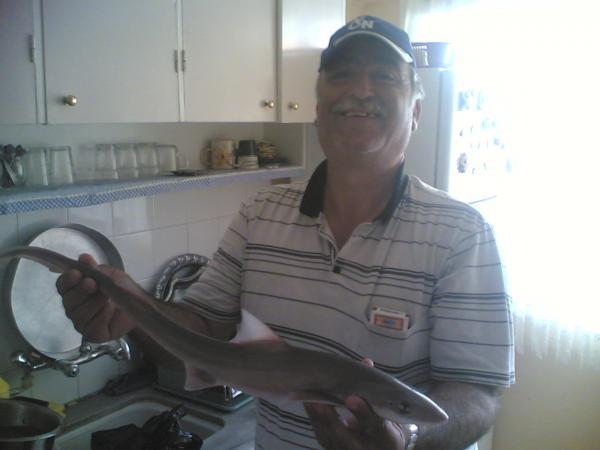 babamın yakaladığı köpekbalığı Karşıyaka iskele'den