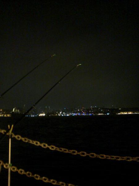 Üsküdar Şemsi Paşa Camii Önü   Gece lüfer beklerken