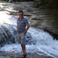 Ayhan Özer
